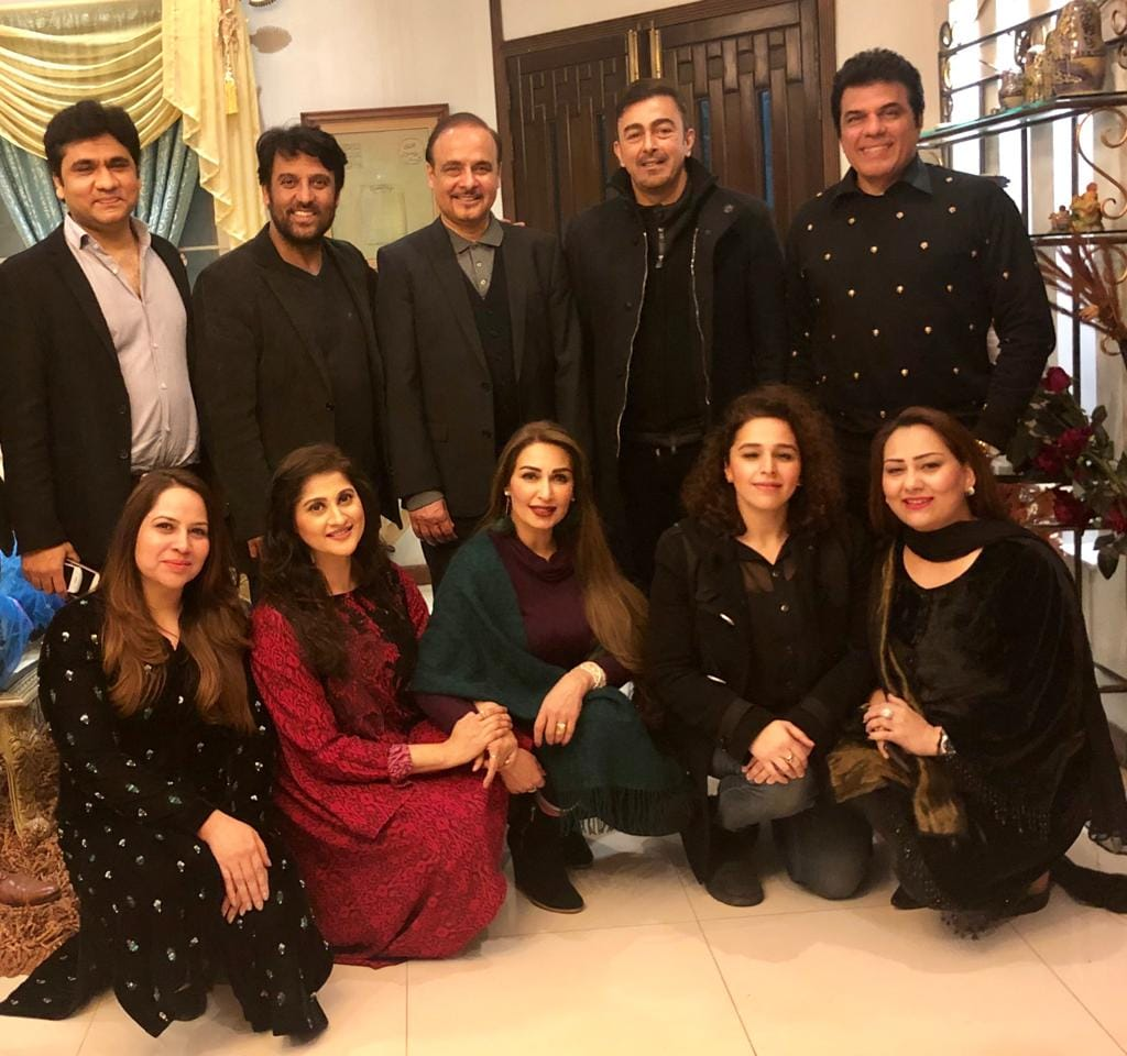 Reema Khan with Husband, Sahiba, Rambo, Shan and other Friends