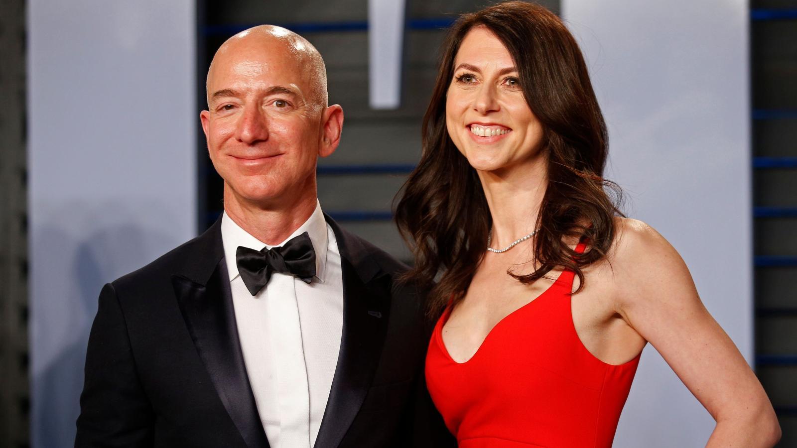 Jeff Bezos and his wife MacKenzie